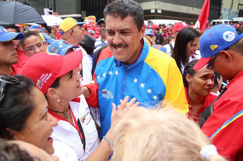 Ministro Lobo felicita a las madres en su día